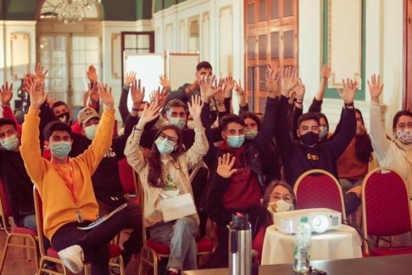 participantes-en-el-salon-del-hotelD736CC5E-BFBF-3DB0-6471-3E0CB9F900CC.jpg
