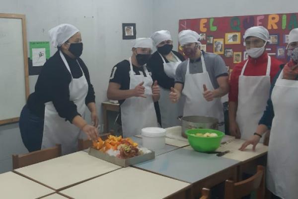 jovenes-en-la-cocinaAA181296-C435-B05A-0D5D-72E9BAC1241B.jpg