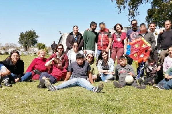 jovenes-con-educadores-y-talleristasDDFBA193-DD23-461C-8734-A8AFB504F5F1.jpg