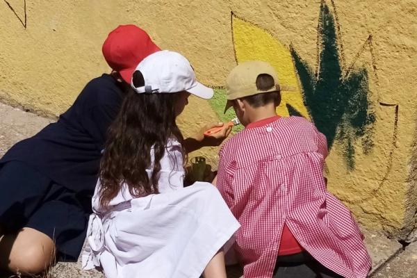 ninos-de-la-escuela-pintando2E1B3612-0EF9-26C1-6DF7-6E69D232512D.jpg