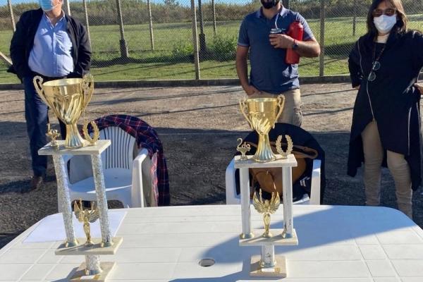 mesa-con-trofeos0592CA93-8263-D4E4-BA03-BD16BA122E7D.jpg