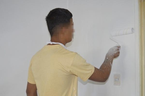 joven-pintando-de-blanco59630EE1-4371-83F5-DD3E-6FBFA82752AC.jpg