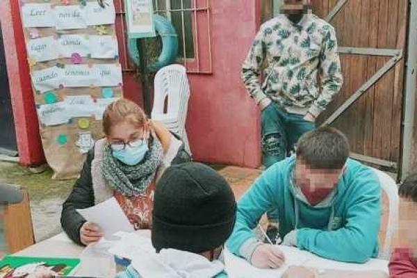jovenes-escribiendoE4C11C87-84FF-16DD-85BB-CE62393ADEA4.jpg